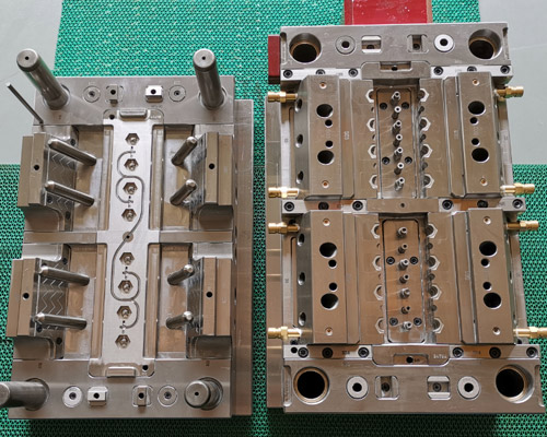 injection-mould-check-before-delivery1.jpg